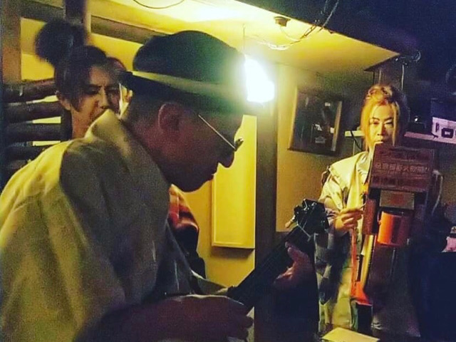 愛知のチンドン屋三ヶ根宣伝社のライブ